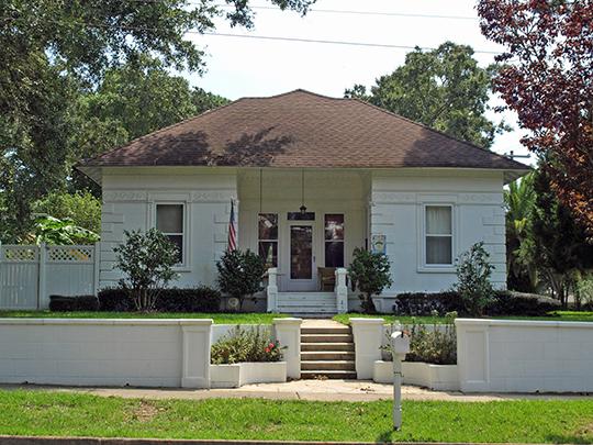 Zurhorst House (Zurhorst-Maumenee House), ca. 1906, 200 Fels Avenue, Fairhope, AL, National Register