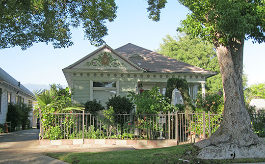 Home on Lincoln Avenue, ca. 1899, New Fair Oaks Historic District, Pasadena, CA, National Register