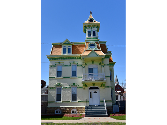 Hollenfelz House, ca. 1891, 1651 White Street, Washington Residential Historic District, Dubuque, IA, National Register