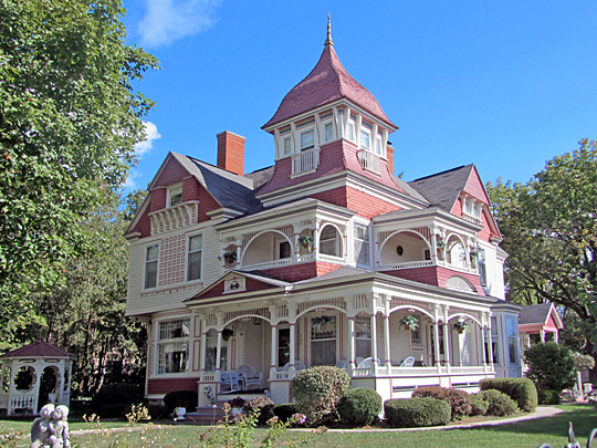 Henry Richardi House, 402 North Bridge Street, Bellaire, MI