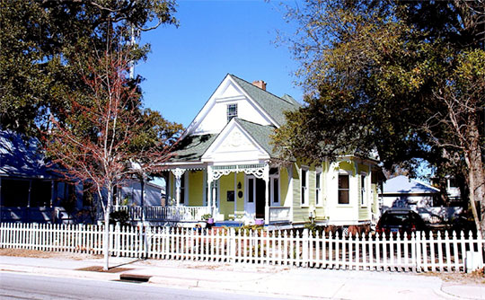 Home on East Howard Avenue, ca. 1900, East Howard Avenue Historic District, Biloxi, MS, national register