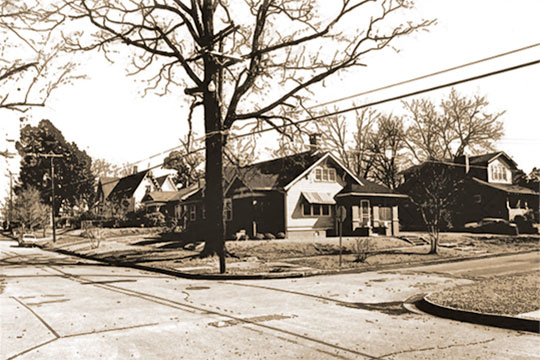View of the intersection of West Jefferson and South Hickory Streets, South Central Aberdeen Historic District, Aberdeen, MS, National Register