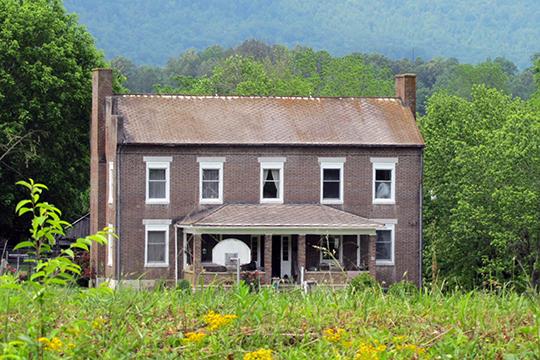Kincaid House (Kincaid-Russell House), ca. 1840, Russell Lane, Speedwell, TN, National Register