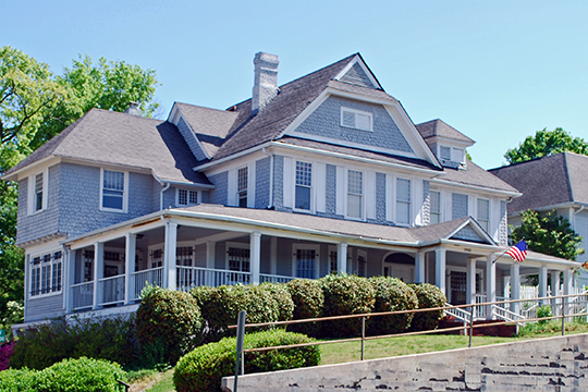 Kelley House, 1903 McCallie Avenue, Chattanooga, TN; one of the oldest major examples of the Shingle style remaining in Chattanooga, National Register