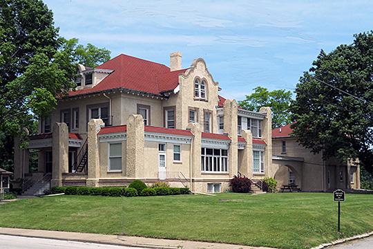 Louis P and Clara K Best House, Davenport, IA